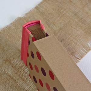 Eco kis fotóalbum védőtokkal - korall len - pink és lila színes pöttyös, Otthon & Lakás, Papír írószer, Album & Fotóalbum, Noteshell ECO fotóalbum védőtokkal - 100 % újrahasznosított papírból készült (MONO eco kollekció)  E..., Meska
