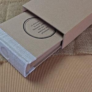 Eco kis fotóalbum védőtokkal - natúr len, Otthon & Lakás, Papír írószer, Album & Fotóalbum, Noteshell ECO fotóalbum védőtokkal - 100 % újrahasznosított papírból készült (MONO eco kollekció)  -..., Meska