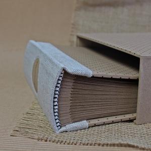 Eco M fotóalbum védőtokkal - natúr len - fekete aprópöttyös, Otthon & Lakás, Papír írószer, Album & Fotóalbum, Noteshell ECO fotóalbum védőtokkal - 100 % újrahasznosított papírból készült (MONO eco kollekció)  E..., Meska