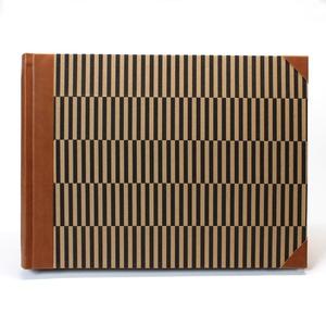 L-es, barna-fekete csíkos, egyedi fotóalbum, Otthon & Lakás, Papír írószer, Album & Fotóalbum, Könyvkötés, Kézzel fűzött hagyományos fotóalbum\n\n- méret: 33,5 cm x 25 cm, lapméret: 32,5 cm x 24 cm (L/large)\n-..., Meska