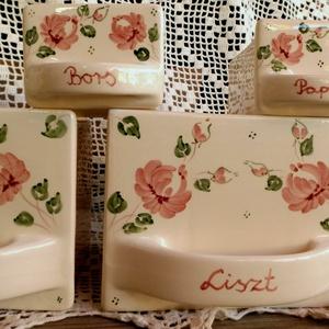 Kerámia rózsás fűszertartó fiók készlet, Konyhafelszerelés, Otthon & lakás, Lakberendezés, Fűszertartó, Kerámia, Festett tárgyak, Egyedi rózsás romantikus fűszertartó fiókkal egészítheted ki konyhád.\nFehér agyagból,mázalatti festé..., Meska