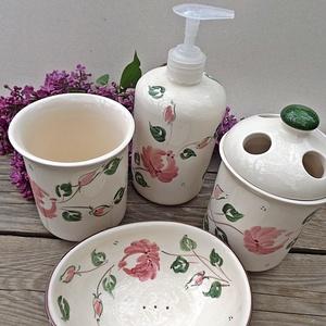 Rózsás-romantikus kerámia- fürdőszoba készlet, Otthon & lakás, Táska, Divat & Szépség, Szépség(ápolás), Fürdőszobai kellék, Krém, szappan, dezodor, Folyékony szappan, Kerámia, Romantikus rózsásan a fürdőszobába is.\nA szeretet és a szerelem virágának a rózsát tartják. Ez a leg..., Meska