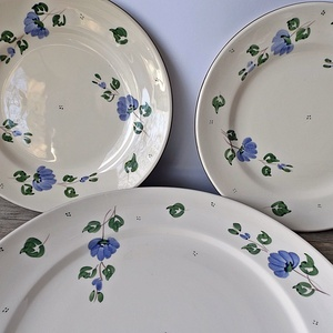 Vidéki romantika-Kékfestő süteményes készlet, Otthon & lakás, Konyhafelszerelés, Lakberendezés, Dekoráció, Ünnepi dekoráció, Kékfestő mintámmal festettem ezt a 6 személyes süteményes készletet. A zöld levelek és az apró zöld ..., Meska