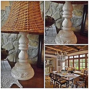 Fehér - ekrü indás- romantikus-egyedi kerámia lámpa, Asztali lámpa, Lámpa, Otthon & Lakás, Kerámia, A fehér örök.....minden lakásba jól illeszkedik.\nA rátét minták elegánsan kacskaringóznak végig az e..., Meska