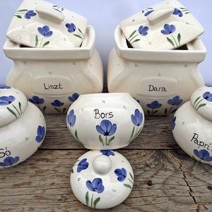 Tulipános kerámia fűszertartó kékben, Otthon & lakás, Dekoráció, Konyhafelszerelés, Fűszertartó, Kerámia, Lenyűgöző színkombináció lehet a fehér konyhádhoz. Letisztult elegancia - egy kék - fehér páros. Egy..., Meska