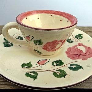 Rózsás romantikus kávés szett, Dekoráció, Otthon & lakás, Konyhafelszerelés, Bögre, csésze, Kerámia, 1 kis kávé rózsásan romantikusan.\nA szeretet és a szerelem virágának a rózsát tartják. Ez a legklass..., Meska