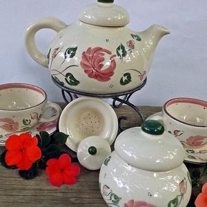 Rózsás-romantikus teás 2 személyes készlet , Konyhafelszerelés, Otthon & lakás, Bögre, csésze, Dekoráció, Ünnepi dekoráció, Kerámia, Fehér agyagból készítettem,máz alatti festékkel festettem ezt a teás készletet.\nKáros anyagtól mente..., Meska