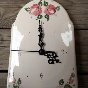 Rózsás -csipkés  romantikus kerámia óra, Dekoráció, Otthon & lakás, Lakberendezés, Falióra, óra, Kerámia, Festett tárgyak, Az idő értékes dolog -\nNézd, hogy repül, ahogy az inga száll,\nnézd, ahogy a nap végéig visszaszámlál..., Meska