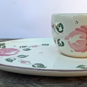 Egy kávé veled romantikus rózsásan, Otthon & lakás, Konyhafelszerelés, Bögre, csésze, Lakberendezés, Dekoráció, Kerámia, Festett tárgyak, Romantikus vidéki hangulatú pink rózsa virágos reggeliző készlettel lepheted meg szerettedet.\n\nFehér..., Meska