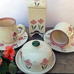 Kerámia egyedi  tulipános reggelizős készlet vajtartóval, Otthon & lakás, Esküvő, Konyhafelszerelés, Lakberendezés, Bögre, csésze, Egy bájos jókedvre derítő pink tulipános készlettel lepheted meg magad vagy szerettedet. Fehér agyag..., Meska