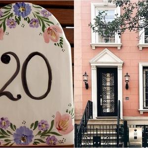 Kerámia házszámtábla népi tulipános köntösbe, Dekoráció, Otthon & lakás, Lakberendezés, Kerti dísz, Utcatábla, névtábla, Kerámia, Festett tárgyak, Egy jól megválasztott ház vagy utcanévtábla a ház éke..koronája lehet. Ehhez próbálok segítséget nyú..., Meska