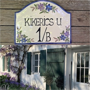 Kék és lila egyedi kerámia utca névtábla, Otthon & Lakás, Ház & Kert, Házszám, Kerámia, \n\nEgyedi stílusos utca és házszámtábla.\nMindenhol jó de legjobb OTTHON!\nEgy hosszú fárasztó nap után..., Meska