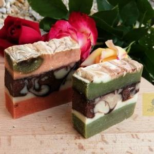 Nusisoap-  Réteges süti kézműves szappan  (2 db-os csomag), Szappan, Szappan & Fürdés, Szépségápolás, Szappankészítés, A csomag egy piros és egy zöld réteges süti szappant tartalmaz, természetes színezőkkel, kellemes ró..., Meska
