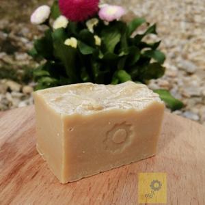 Magas olívaolaj tartalmú színezék mentes fenyő illatú kézműves szappan szelet, \'nusi napocska\'mintával, Szépségápolás, Szappan & Fürdés, Szappan, Szappankészítés, Az olívaolajból készített szappan rendkívüli ápoló hatásáról ismert, viszont hosszabb érésre van szü..., Meska