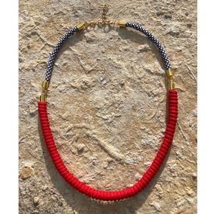 Nyaklánc piros betéttel, Ékszer, Nyaklánc, Medál nélküli nyaklánc, Ékszerkészítés, Rendkívül nőies ez az 53 cm hosszú nyaklánc, melyet piros pamut zsinór és paracord zsinór kombinálás..., Meska