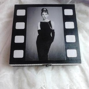 Filmszalag a dobozon... Audrey Hepburn... (nyilike) - Meska.hu