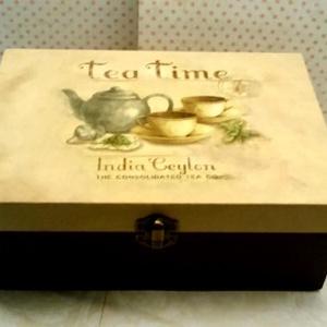 Tea Time..., Otthon & Lakás, Konyhafelszerelés, Tea & Kávé tárolás, Decoupage, transzfer és szalvétatechnika, Festett tárgyak, Ez egy 23X15X8 cm-es dobozka (teafilter tartó)... ami sok apró csokit, bonbont... de eredeti rendelt..., Meska