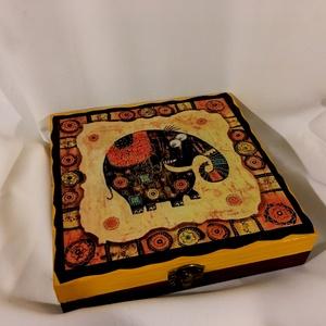 BOHÓKÁS elefánt... :), Otthon & Lakás, Dekoráció, Díszdoboz, Decoupage, transzfer és szalvétatechnika, Festett tárgyak, Ez egy 14,5X14,5X3 cm nagyságú dobozka... amin egy bohókás elefánt pózol... és mosolyog a világba......, Meska
