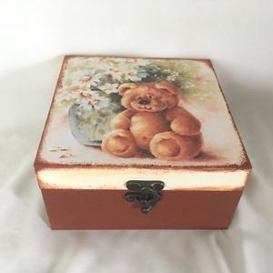 Mackóóó... :), Játék & Gyerek, Babalátogató ajándékcsomag, Decoupage, transzfer és szalvétatechnika, Festett tárgyak, Ez egy 17X17X8 cm-es dobozka... vidám és színes, bájos virágokkal, tündéri mackóval... :), Meska