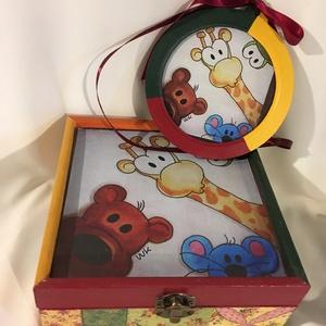 Kukucs... :), Otthon & lakás, Dekoráció, Gyerek & játék, Gyerekszoba, Tárolóeszköz - gyerekszobába, Kép, Decoupage, transzfer és szalvétatechnika, Festett tárgyak, Ez egy 17X17X8 cm-es dobozka... vidám és színes, kedvenc állatkáinkkal... és egy 15 cm átmérőjű képe..., Meska