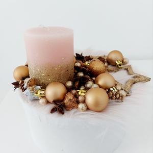 Arany csillogó asztaldísz, Karácsony & Mikulás, Karácsonyi dekoráció, Virágkötés, Magas kerek dobozos asztaldísz arany díszekkel, Meska