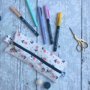 Fehér tulipános tolltartó - ovi- és sulikezdés - tolltartó & ceruzatekercs - Meska.hu