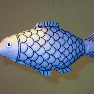 Hal, halacska, filc, Hal, Plüssállat & Játékfigura, Játék & Gyerek, Varrás, Ez a halacska filcből készült. Szeme biztonsági szem. A pikkelyeket hímeztem rá és az uszonyát is. M..., Meska