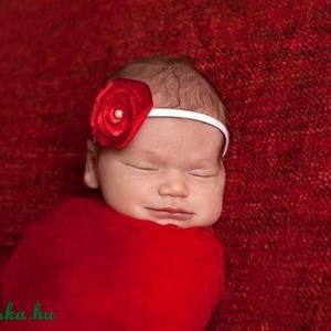 Piroska virág hajpánt, Táska, Divat & Szépség, Ruha, divat, Hajbavaló, Hajpánt, Mindenmás, Varrás, A pánt fehér elasztikus gumi, éke pedig a gyönyörű piros virág.\nA virág selyem és tüll anyaggal komb..., Meska