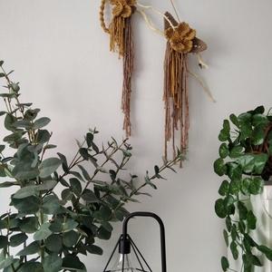 Makramé virágos falidísz, Otthon & lakás, Dekoráció, Dísz, Lakberendezés, Csomózás, Makramé technikával készítettem ezt a virágos falidíszt fűzfa alapon. Méretei: 51 cm széles, 41 cm m..., Meska