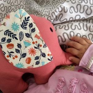Elefánt textil figura - babajáték - elefántos babaszoba - marokállat - puha játék - figurapárna - elefántos, Gyerek & játék, Játék, Baba játék, Plüssállat, rongyjáték, Varrás, Aranyos kislány elefánt figura a legkisebbek számára, ami igazán babakezekbe való.\n\nOlyan textil fig..., Meska