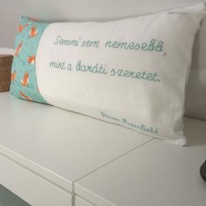 Mondd el párnával - kézzel hímzett párnahuzat rókás textillel 60x30cm fekete fehér, türkiz színben, személyes üzenettel (OdorsHome) - Meska.hu