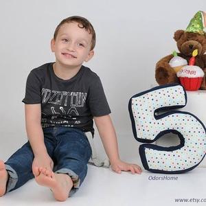 5-ös számpárna fotózáshoz, 30 cm magas, születésnapi számpárna, Otthon & Lakás, Párna & Párnahuzat, Lakástextil, Olyan édesek a kisbabák, tipegők amikor gyömöszölik a színes-mesés szám vagy betűformákat. Szeretett..., Meska