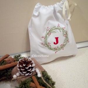Karácsonyi zsák, személyre szóló ajándékzsák, Névvel hímzett ajándék tasak, Újrahasználható zsák, modern ajándékzsák, Karácsonyi csomagolás, Karácsony & Mikulás, Otthon & Lakás, Hímzés, Varrás, Cseréld le Te is az eldobható, egyszer használatos környezetszennyező műanyag tasakokat, ajándékzacs..., Meska