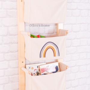 Montessori nyitott fali tároló 3 rekeszes, világos drapp vászon rekeszekkel, HD kollekció, szivárvány mintás, Otthon & Lakás, Tárolás & Rendszerezés, Fali tároló, Skandináv letisztultság és funkcionalitás, Montessori szemlélet! Egyszerű vonalvezetésű fali tároló ..., Meska