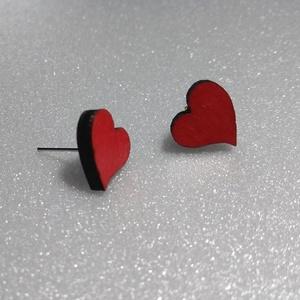 Pici szív alakú fülbevaló, Pötty fülbevaló, Fülbevaló, Ékszer, Ékszerkészítés, Gravírozás, pirográfia, Romantikus lelkületű ember vagyok. Ez a szív alakú kis fülbevaló pont ilyen hangulathoz való kis cse..., Meska