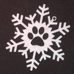 mancsos filc hópihe, Karácsony & Mikulás, Karácsonyfadísz, Gravírozás, pirográfia, Mindenmás, Kutyagazdiként elengedhetetlen a karácsonyi díszek közül a mancsos dísz. Ezt a hópihét pont ezért a..., Meska
