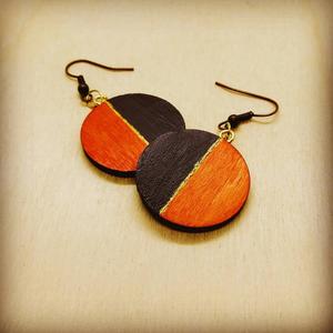 Narancs-barna varázslat -fa fülbevaló, Ékszer, Fülbevaló, Ékszerkészítés, Gravírozás, pirográfia, A narancs és barna szín harmóniáját egy kis arannyal dobtuk fel, így lett igazán elegáns a fülbeval..., Meska
