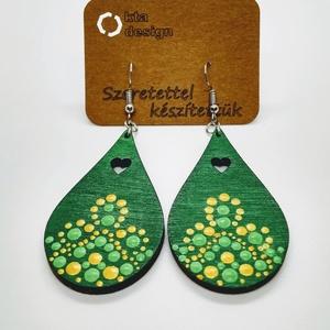 Arany - zöld pöttyözött fa fülbevaló, Ékszer, Fülbevaló, Ékszerkészítés, Gravírozás, pirográfia, Pöttyözéses technikával festett fülbevaló. Az arany és a zöld harmóniája varázsolja elegánssá. A pöt..., Meska