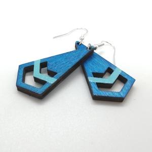 kék-türkiz geometrikus fa fülbevaló, Ékszer, Fülbevaló, Lógó fülbevaló, Gravírozás, pirográfia, Ékszerkészítés, Rétegelt lemezből lézervágással készült légiesen könnyed fülbevaló. 4 cm hosszú szerelék nélkül. Kéz..., Meska
