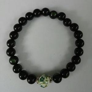 Csukló mala, zöld jáde utánzat (7 mm) gyöngyökkel, zöld virágmintás kezdőszemmel, ezüst köztesekkel, 16 cm, gumis. (oldjeansgarboo) - Meska.hu