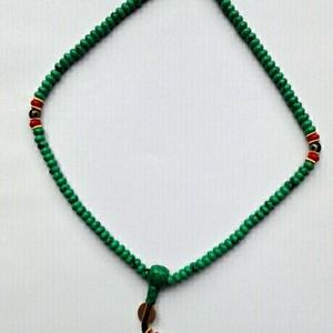 Mala, türkiz színű, türkinit ásványgyöngyökből, piros-arany kiegészítőkkel. 108 szemes. (oldjeansgarboo) - Meska.hu
