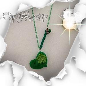 Horgolt zöld szív medál, zöld nyaklánccal, horgolt virággal, Ékszer, Medál, Nyaklánc, Táska, Divat & Szépség, Ékszerkészítés, Horgolás, Egy garantáltan egyedi nyaklánc, ugyanis a medál egy horgolt szív.\n\nA horgolást, az ékszerkészítési ..., Meska