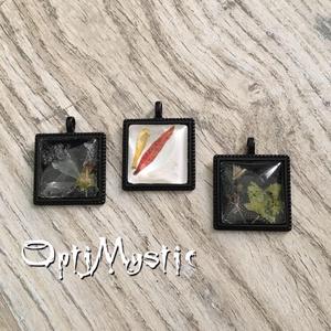 Négyzet üveglencsés ékszer medál nyaklánc kulcstartó táskadísz préselt virággal, Ékszer, Medál, Nyaklánc, Táska, Divat & Szépség, Kulcstartó, táskadísz, Ékszerkészítés, 2,5X2,5cm-es üveglencsés medál különleges díszítéssel - garantáltan egyedi ajándék, ilyen több nem k..., Meska