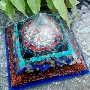 ORGONIT PIRAMIS -Sri Yantra, Dísztárgy, Dekoráció, Otthon & Lakás, Mindenmás, Orgonit piramis hegyikristály csúccsal, Sri yantra szimbólummal. Lapisz lazuli, türkiz, unakit, karn..., Meska
