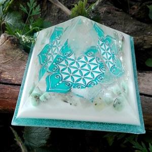ORGONIT PIRAMIS - Élet virága, Egészségmegőrzés, Szépségápolás, Mindenmás, Orgonit piramis hegyikristály csúccsal.\nTértisztításra, gyógyításhoz, meditációhoz. Alapterülete: 8,..., Meska