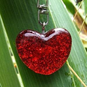 Orgonit kulcstartó - Szív, Ékszer, Egyéb, Kulcstartó, táskadísz, Táska, Divat & Szépség, Mindenmás, Szív alakú orgonit kulcstartó hegyikristállyal, Rózsakvarccal.\n\nRózsakvarc: A végtelen béke köve. A ..., Meska