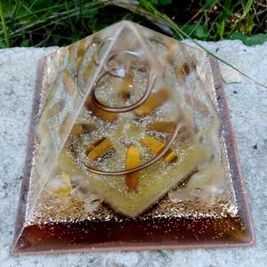 Orgonit piramis - citrin, tigrisszem (OrgoneLife) - Meska.hu
