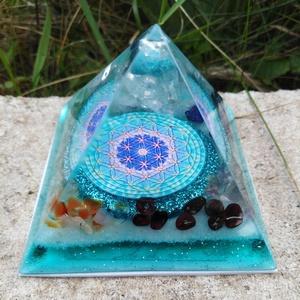 Orgonit piramis a hét csakra köveivel, Egészségmegőrzés, Szépségápolás, Mindenmás, Orgonit piramis hegyikristály csúcccsal, a hét csakra köveivel. Tértisztításhoz, meditációhoz. \nKris..., Meska