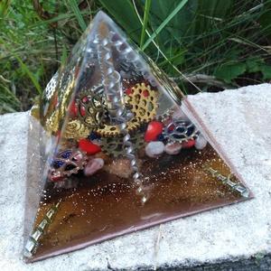 Orgonit piramis - Steampunk, Otthon & lakás, Dekoráció, Dísz, Lakberendezés, Asztaldísz, Mindenmás, Steampunk által ihletett orgonit piramis hegyikristály csúccsal, korallal, bronzittal, goldstone-nal..., Meska