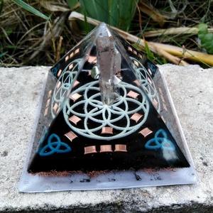 Orgonit piramis - Élet virága, Otthon & Lakás, Dekoráció, Asztaldísz, Mindenmás, Orgonit piramis hegyikristály csúccsal, Élet virága szimbólummal, szelenittel, vörösrézzel.\n\nAlapter..., Meska